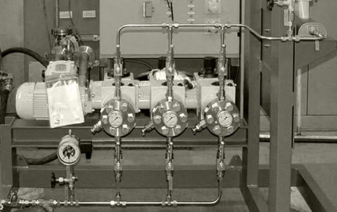 Metering of liquid butane (blowing agent)
